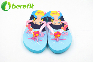 Chanclas estampadas Barbie Summer Girls con parche de PVC en la correa